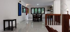 Bright and Charming Contemporary 3 Bed Villa!