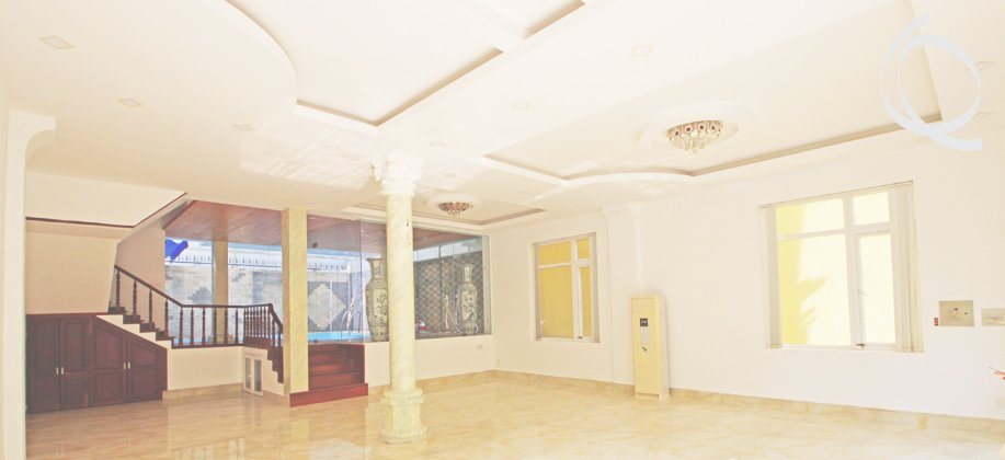 Villa for rent, semi furnished classic style.