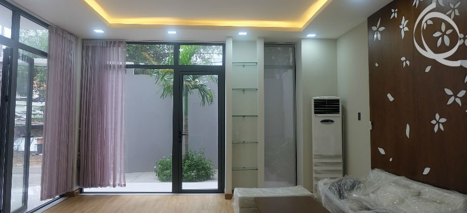 Townhouse in Thao Dien, 6bedrooms with garden